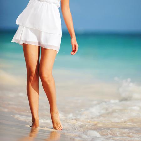 resort life: Fashion woman on the beach