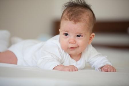 gente durmiendo: Retrato del bebé sonriente lindo