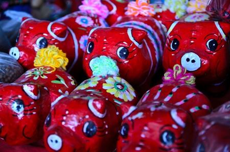 papier mache: Tradicionales de Tailandia rojo pintado ponis papel mach�