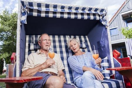 Dashuria e pleqëve 21946159-senior-paar-geniesst-den-ruhestand