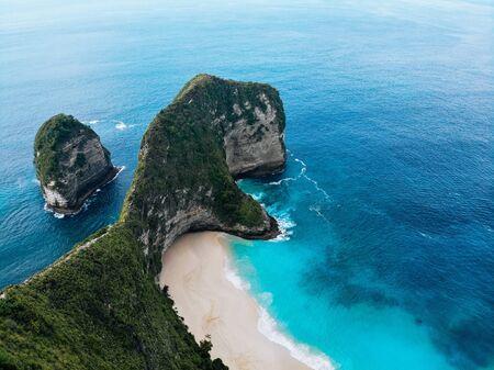 Aerial photo of Manta Bay or Kelingking Beach on Nusa Penida Island, Bali, Indonesia Drone photo Imagens