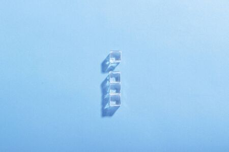 Ice cubes on a blue background. The concept of heat, cooling. Natural light. Flat lay, top view. 스톡 콘텐츠