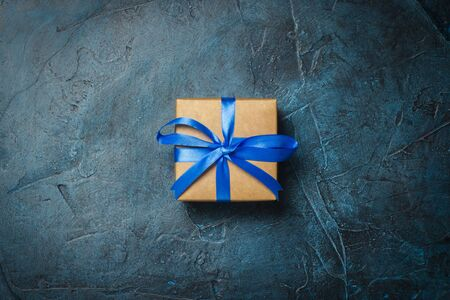 Gift box on a dark blue stone background. Gift concept for a loved one. Flat lay, top view. Banco de Imagens - 133462452