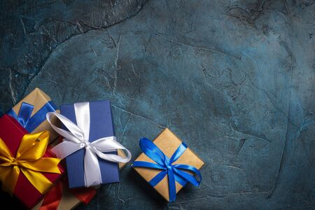 Gift boxes on a dark blue stone background. Holiday concept, christmas, christmas eve. Flat lay, top view. Banco de Imagens - 133462456