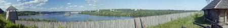 the cossacks: Panorama del Museo de Zaporizhian cosacos Zaporozhia, Estaci�n Hidroel�ctrica Dni�per Ucrania en el fondo Foto de archivo