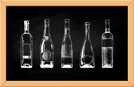 botella champagne: Vector conjunto de botellas de vino y champán en el fondo de la pizarra.