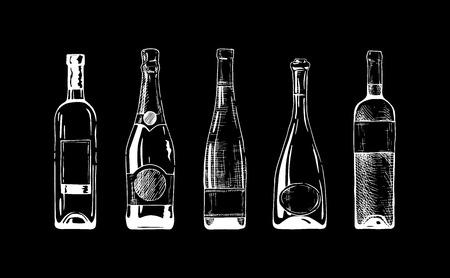 set di bottiglie di vino e champagne su sfondo nero.