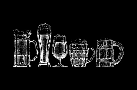 set of beer glasses and mugs on black background. Stock Illustratie