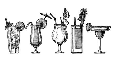 Vector hand drawn illustration set of alcohol cocktails. Mojito, sex on the beach, pina colada, bloody mary and strawberry margarita. 向量圖像