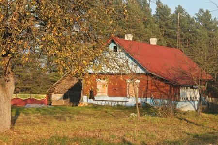 ratty: Foto con il paesaggio villaggio con vecchia casa in legno