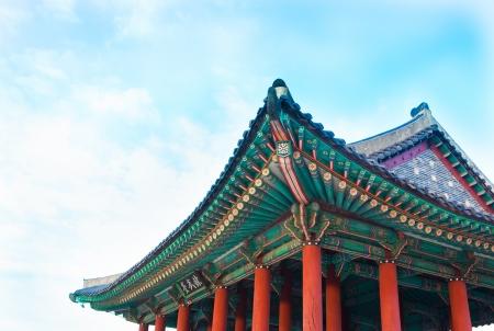 gyeongbokgung: Korea  traditional multicolored paintwork on wooden buildings