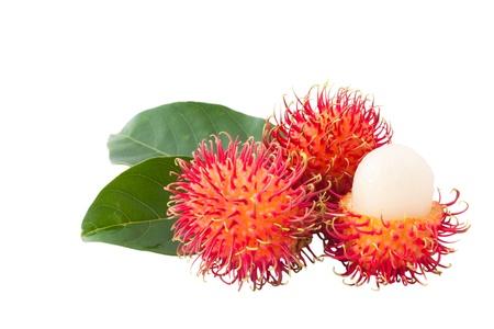 Aislado tamaño XXL, rambután fruta asiática sobre fondo blanco