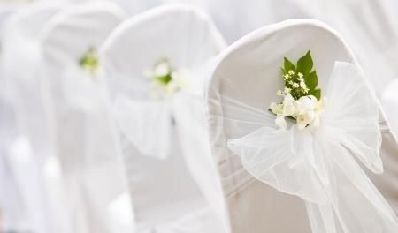 結婚式: 山の結婚式のための熱帯の設定