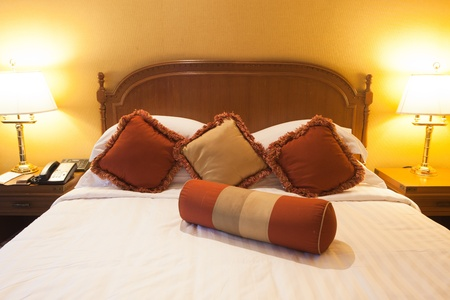 kingsize: Beautiful contemporary bedroom.