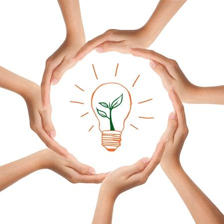 sinergia: Multirracial manos humanas haciendo un círculo con copia espacio