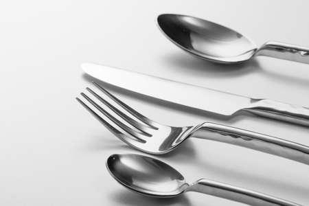 cuchillo de cocina: Cubiertos con Tenedor, cuchillo y cuchara Foto de archivo