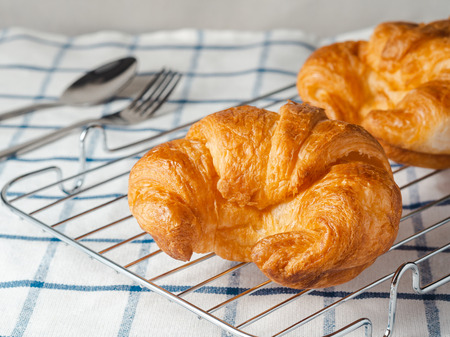 fresh croissants on checkered towel. 版權商用圖片