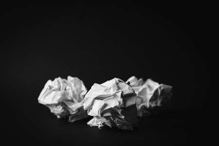Three Crumpled white paper ball on black background. 免版税图像
