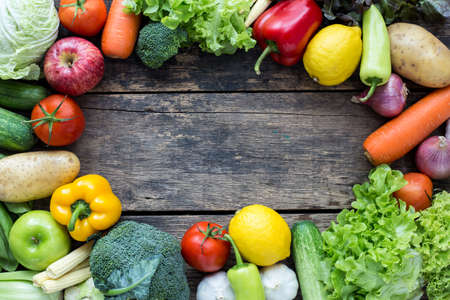 Top view of fruits and vegetables on the old wood table With copy space Stockfoto