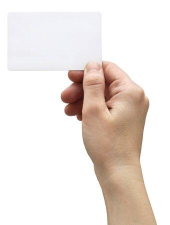 Main tenant une carte de crédit, isolée sur fond blanc