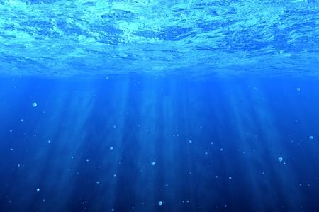 Blauwe onderwater achtergrond met bellen Stockfoto