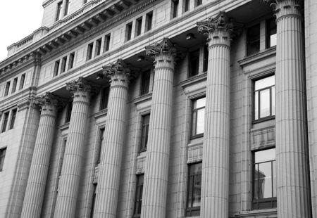 Gerechts gebouw zuilen  Stockfoto