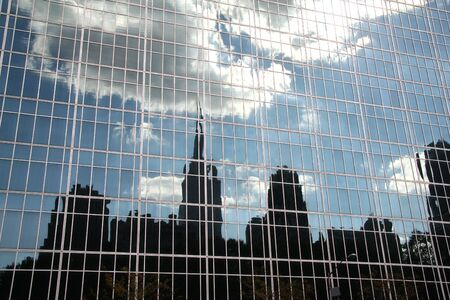 edificio cristal: Nueva York Skyline Reflexi�n en edificio de cristal