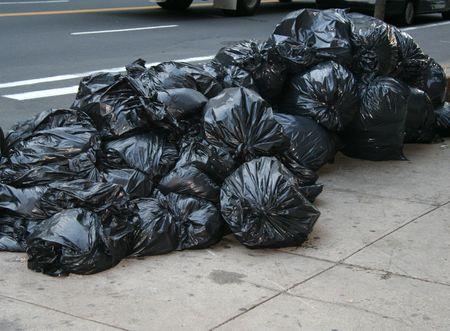 camion de basura: Garbag bolsas de Nueva York Foto de archivo