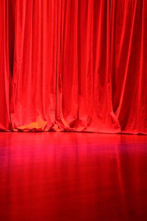 Red Velvet Stage Curtains met Stage Floor