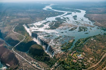 ビクトリアの滝ヘリコプター。ビクトリアの滝、ザンビアとジンバブエの国境のザンベジ川の空撮。アフリカ