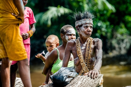 YOUW VILLAGE, ATSY DISTRICT, ASMAT, NEW GUINEA, INDONESIA - MAY 23: Portrait of Papuan woman from Asmat tribe in small village on the deep jungle of New Guinea. Irian Jaya. Indonesia. May 23, 2016 에디토리얼