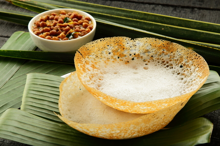 Soft hoppers appam with vegetable curry Foto de archivo
