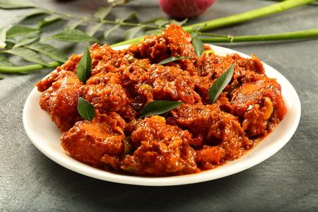 Plato de carne asada casera al curry