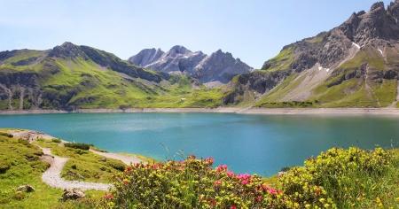 Schöne Aussicht auf See luner Damm sehen, Vorarlberg, österreichische Landschaft