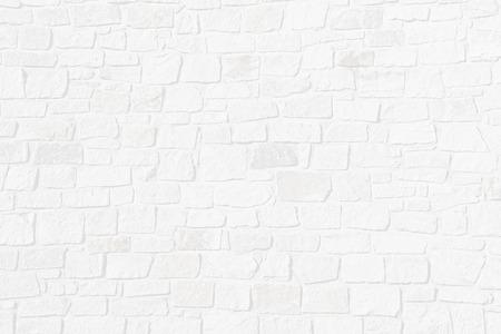 Lichtgrijze gestructureerde achtergrond met half transparante bakstenen muur van natuurlijke ruwe stenen