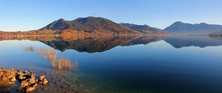 Bavarian lake tegernsee in autumn, tranquil atmosphere  German landscape Standard-Bild