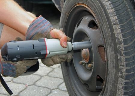 man change a car tyre photo