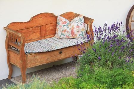 mano anziano: artigianale vecchia mano divano di legno, stile vintage