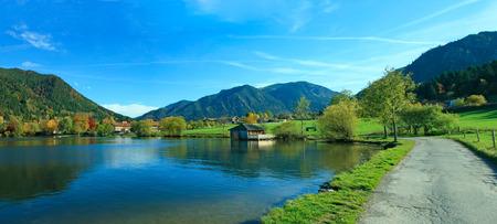 reflektion: Tranquil lake schliersee with water reflektion, bavarian alps