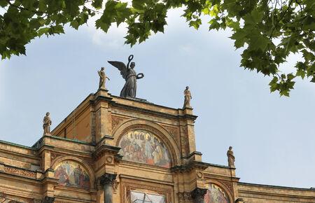 oog op het Beierse parlement, esdoorn tak met bladeren