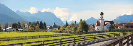idyllic wallgau church and village in the bavarian alps Standard-Bild