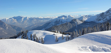 alpine winter landscape, snow covered skiing area upper bavaria Stockfoto