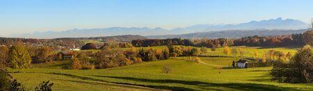 contreforts bavarois avec des villages et des paysages panoramiques en automne