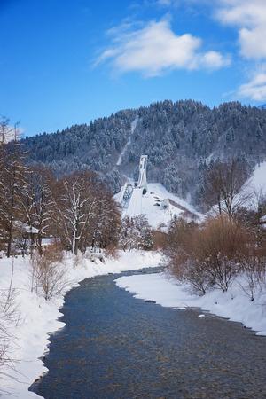 Loisach river in winter with view to ski flying hill, famous wintersport tourist destination Garmisch-Partenkirchen, upper Bavaria Foto de archivo