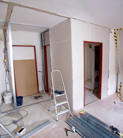 plasterboard: Construction of new walls made of plasterboard in the apartment Stock Photo