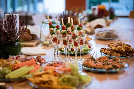 Close up of snacks and fingerfood on the table. Food for events. Imagens