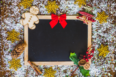 De fotolijstkaart van Kerstmis, op een houten achtergrond. Stockfoto