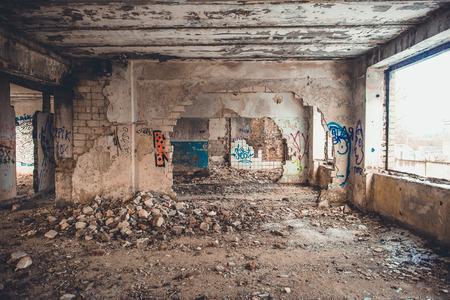 中には、建物を破壊しました。廃工場の空の破壊された部屋