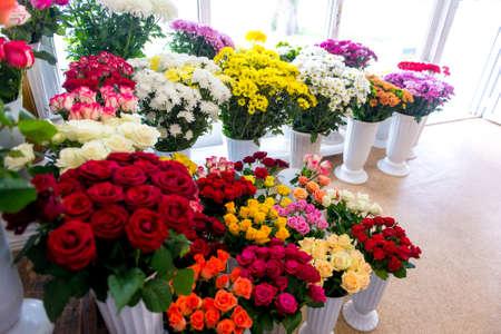Fresh Cut Flowers And Arrangements In Florist Shop, Tracking Shot Фото со стока