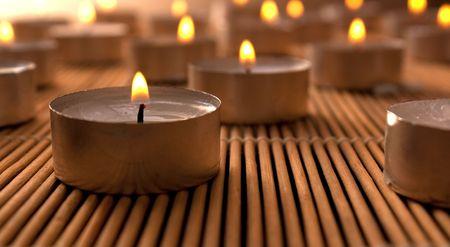 Viele Kerzen Standard-Bild - 6226916